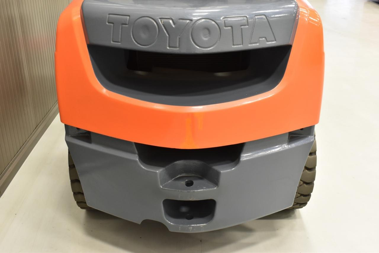 TOYOTA 62-8FD30 - Diesel, 2009, BP, volný zdvih, Triplex, pouze 3968 mth