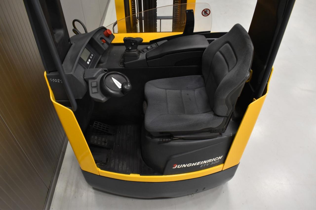 31021 JUNGHEINRICH ETV 320 - Battery, Reach truck, 2012, SS, free lift, TRIPLEX
