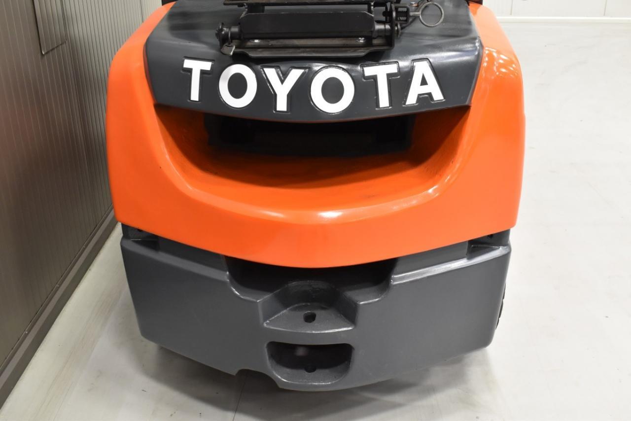 31648 TOYOTA 02-8FGJF35 - LPG, 2014, Kabina