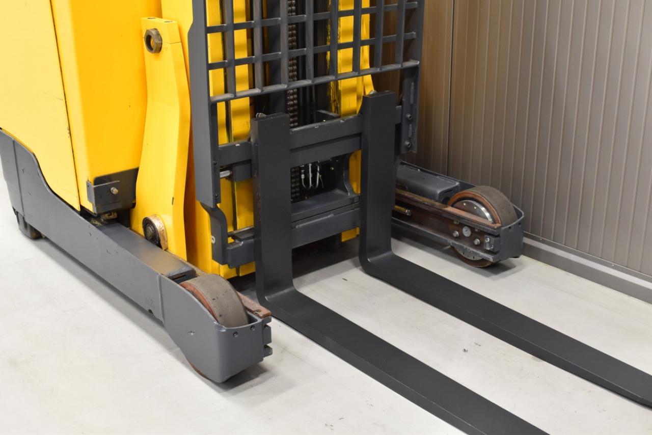 31741 JUNGHEINRICH ETV 214 - Battery, Reach truck, 2014, Cabin, Cold-store, Free lift, TRIPLEX
