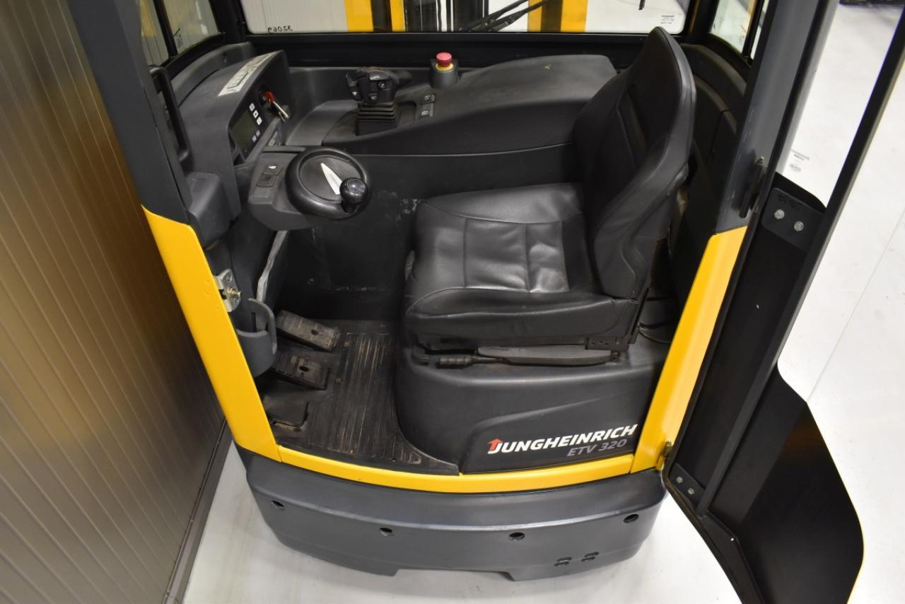 32069 JUNGHEINRICH ETV 320 - Battery, Reach truck, 2014, Cabin, SS, Free lift, TRIPLEX, only 3361 hrs