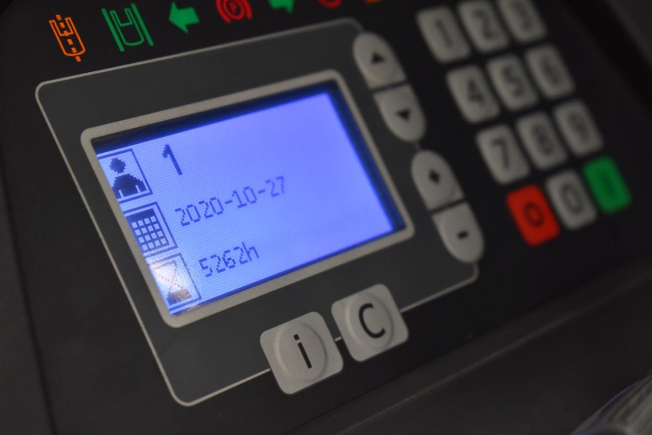 32268 BT RRE 160 - Battery, Reach truck, 2012, SS+FP, Free lift, TRIPLEX, only 5261 hrs