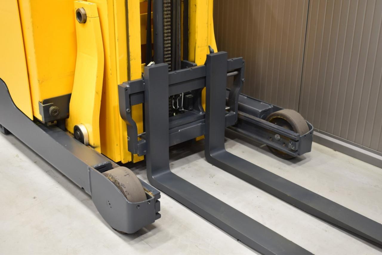 32797 JUNGHEINRICH ETV 216 - Battery, Reach truck, 2014, SS, Free lift, TRIPLEX