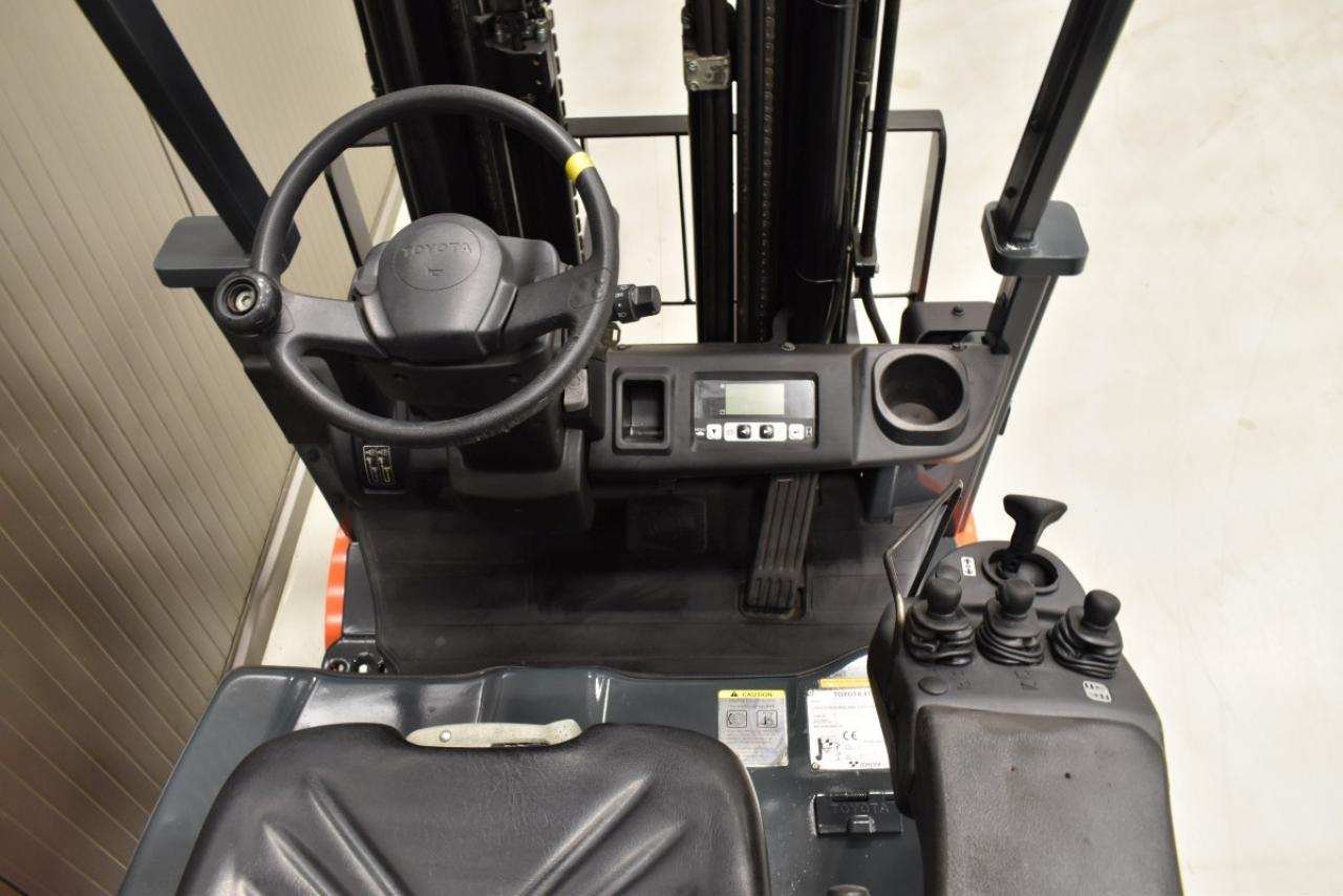 33083 TOYOTA 8FBMT18 - Battery, 2013, SS, Drive-in, Free lift, TRIPLEX, only 4101 hrs