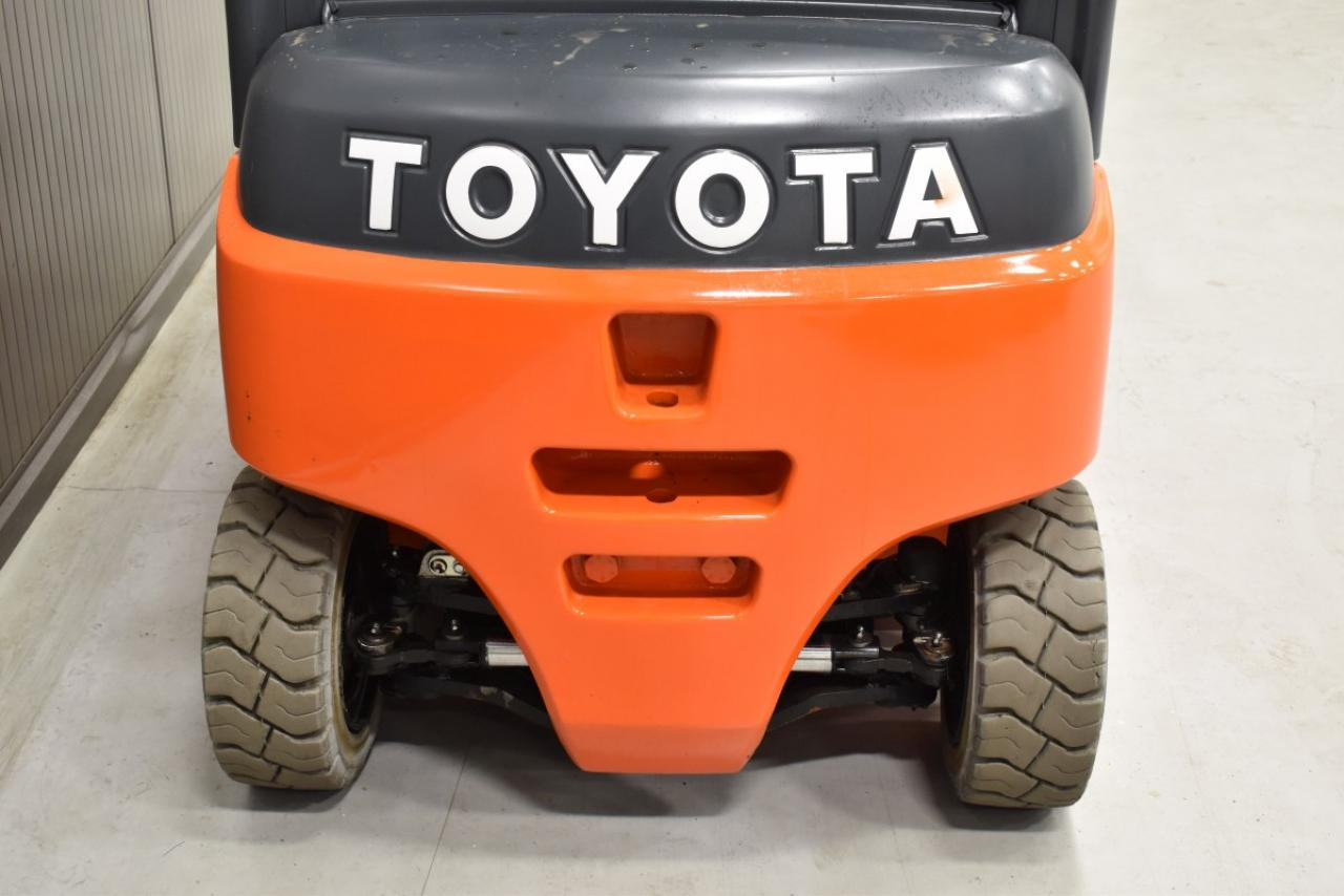 33330 TOYOTA 8FBM16T - Battery, 2016, Cabin, SS, Free lift, only 4580 hrs