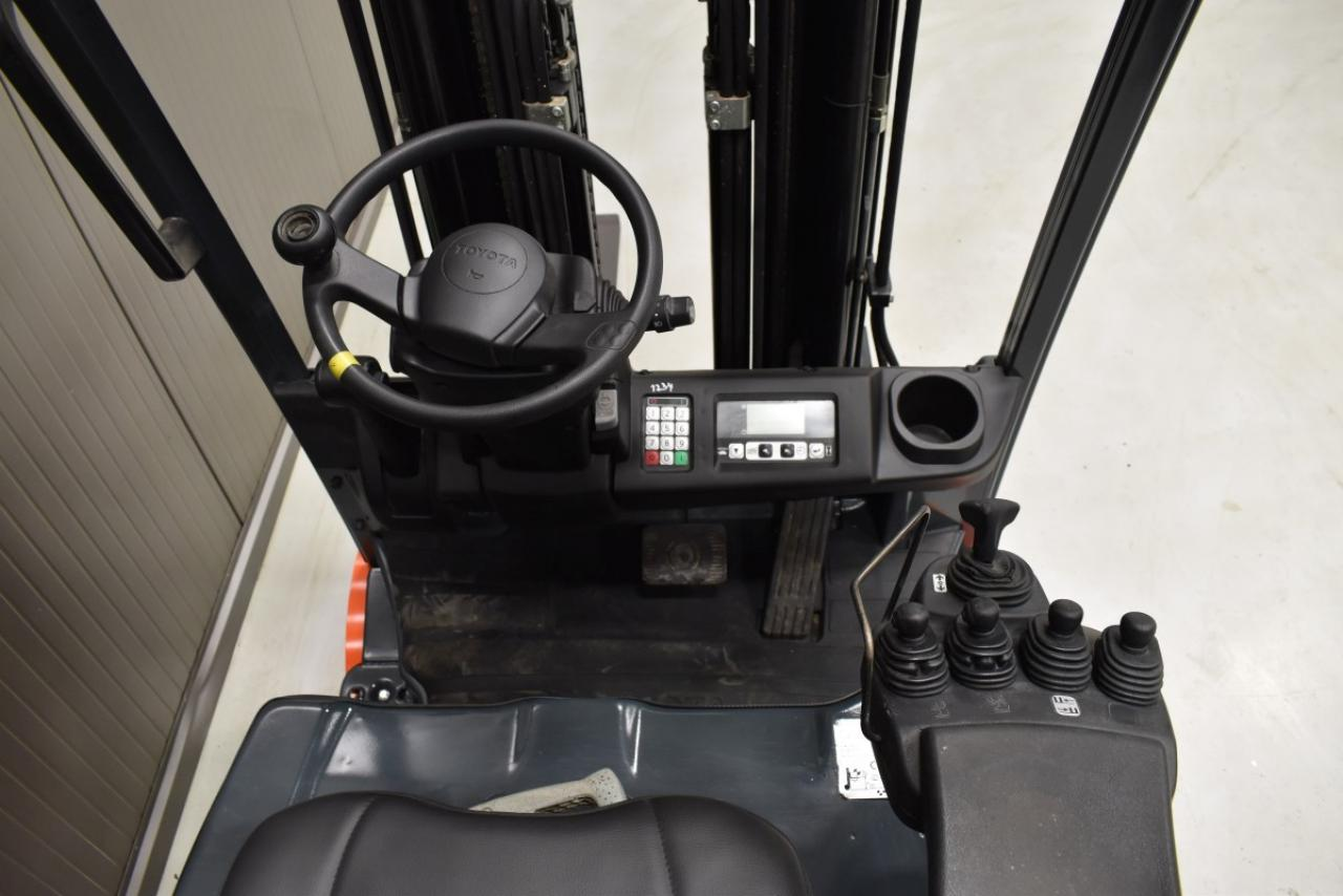 33619 TOYOTA 8FBMT18 - Battery, 2013, SS, Free lift, TRIPLEX, only 5751 hrs,  RESERVE