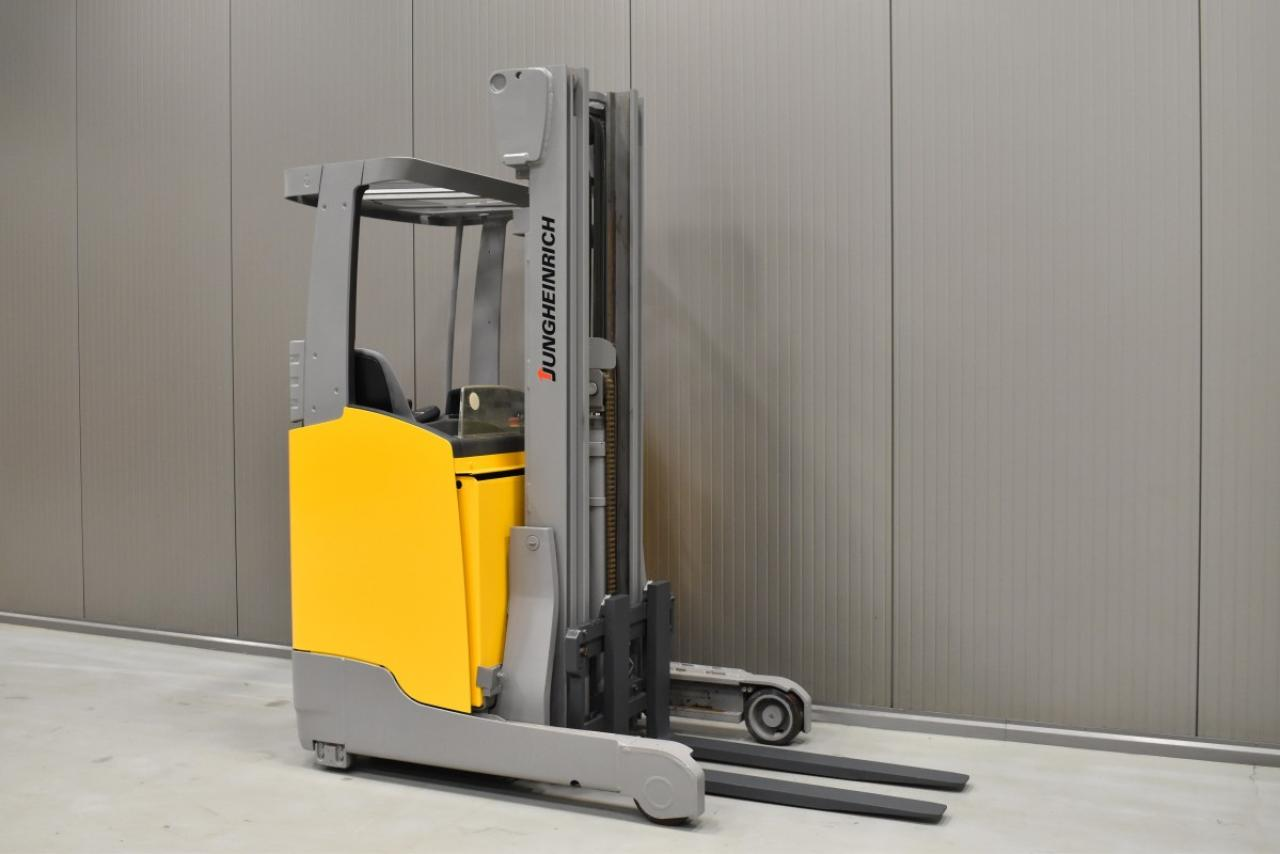 34567 JUNGHEINRICH ETV 112 - Battery, Reach truck, 2017, SS, Free lift, TRIPLEX, only 3552 hrs