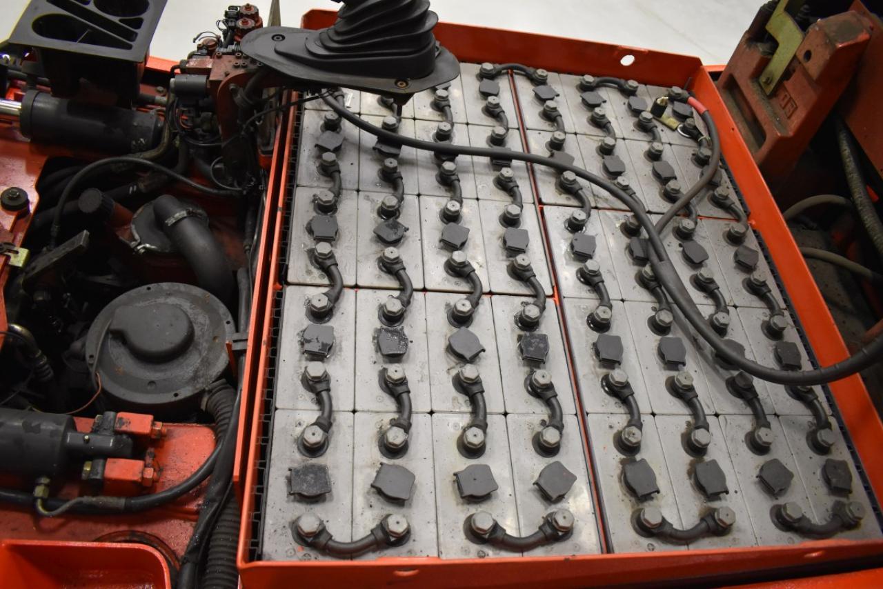 V28939 LINDE E 25-02 - Battery, 2009, SS, Free lift