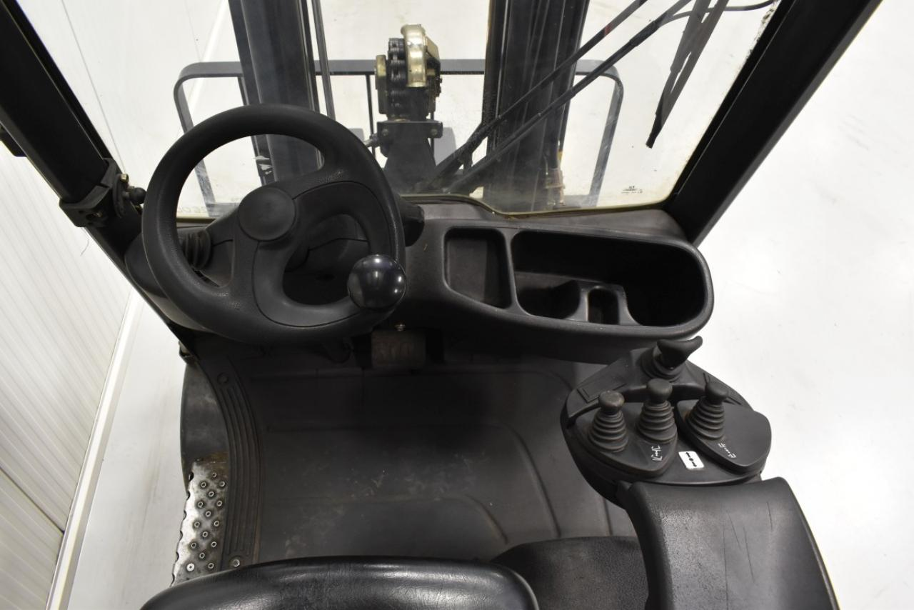 26000 LINDE H 20 T-01 - LPG, 2015, polokabina, BP, volný zdvih, Triplex