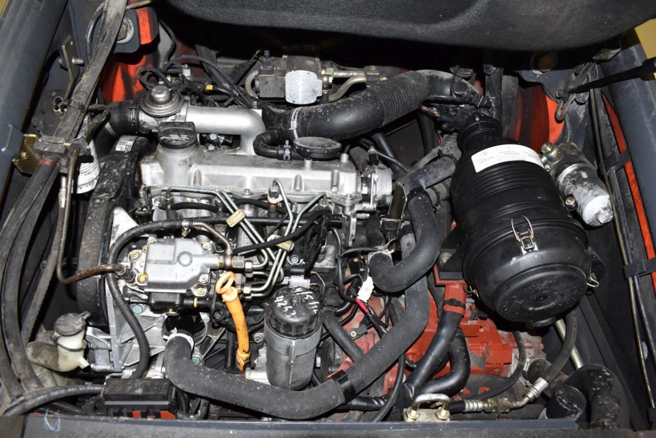 29606 LINDE H 30 D - Diesel, 2004, polokabina, BP, volný zdvih, Triplex, pouze 5206 mth