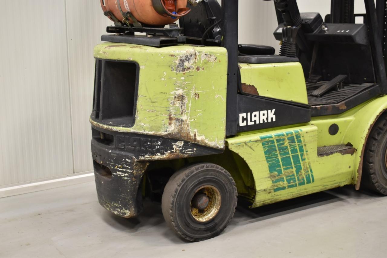 29899 CLARK CGP 25 - LPG, 2000, BP
