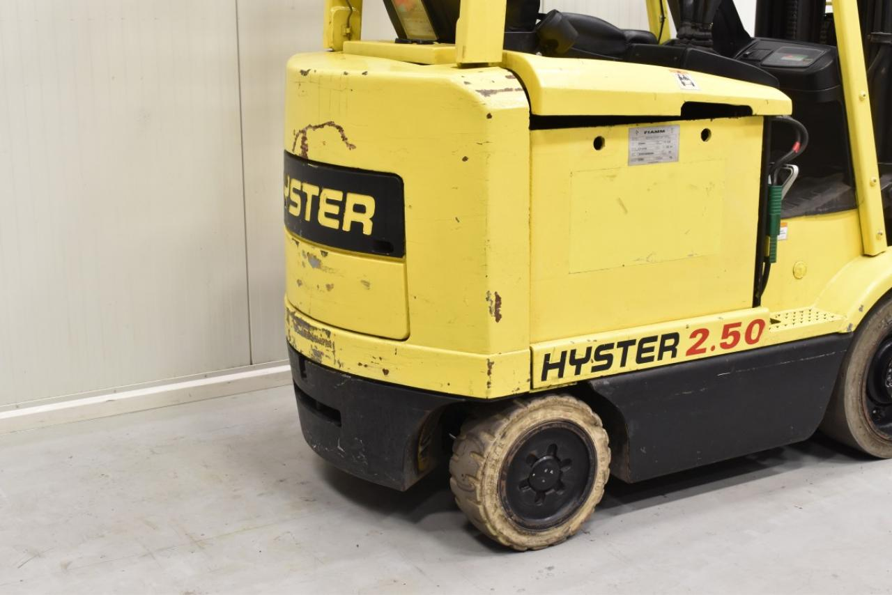30242 HYSTER E 2.50 XM - AKU, 2000, BP, Volný zdvih, Triplex