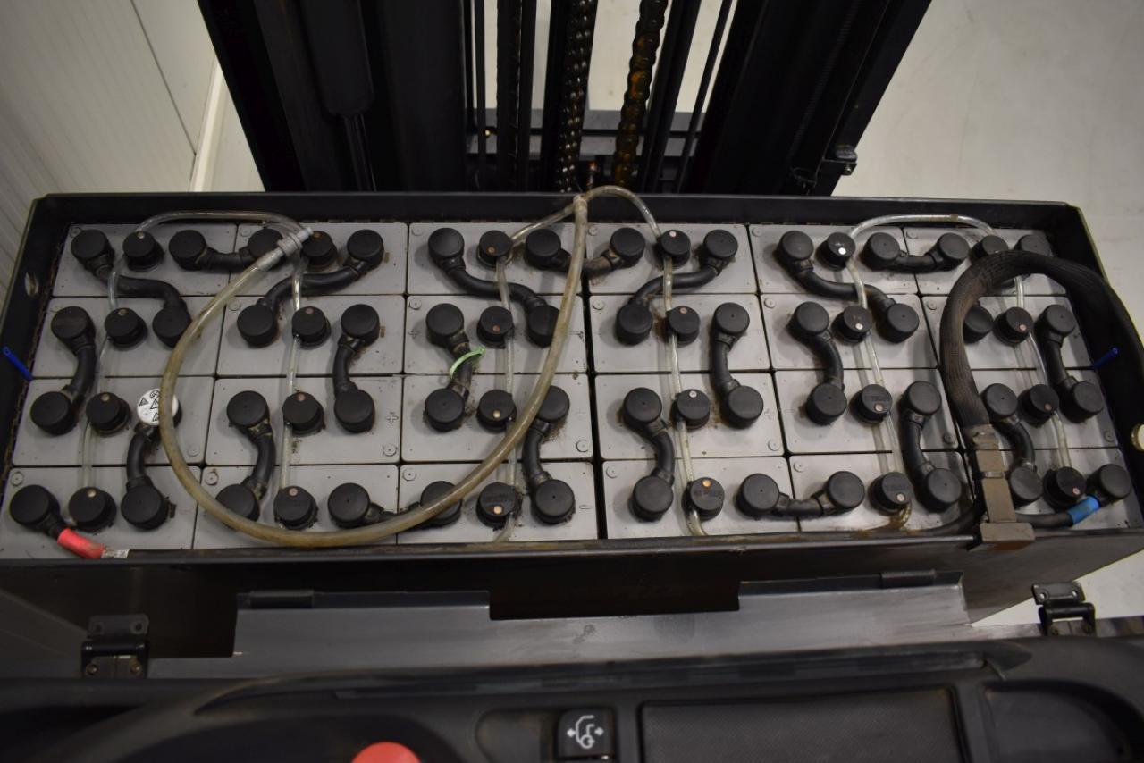 30306 LINDE R 14-01 - Battery, Reach truck, 2015, free lift, TRIPLEX, only 5815 hrs