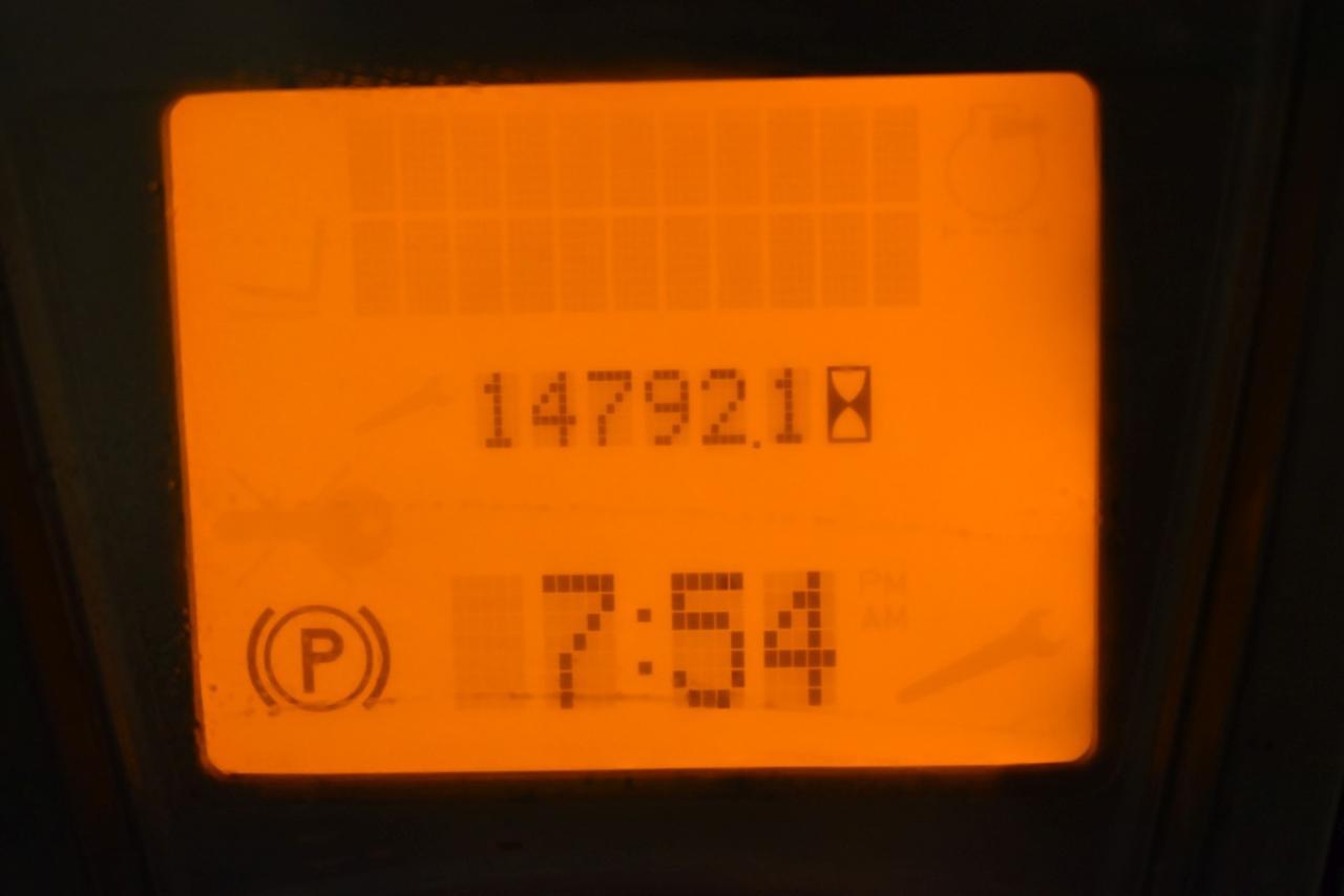 31162 LINDE H 30 T-01 - LPG, 2010, polokabina, BP, volný zdvih, Triplex