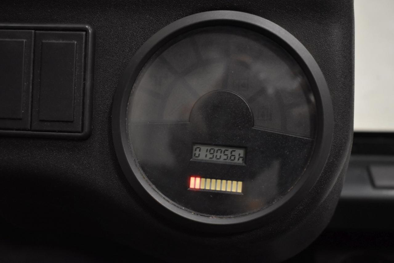 32511 LINDE E 30/600-02 - AKU, 2004, polokabina, BP, volný zdvih, Triplex, pouze 1905 mth