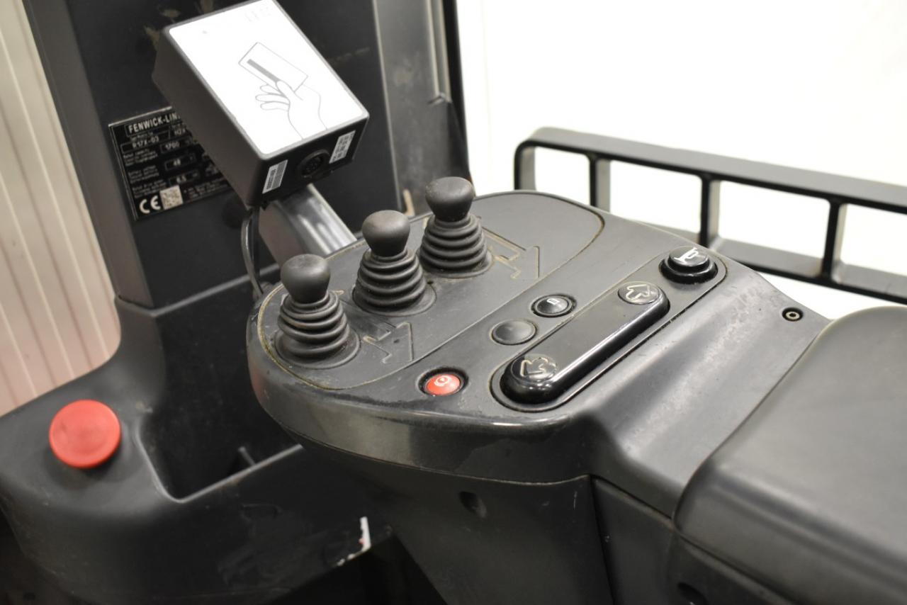33031 LINDE R 17 X-03 - Battery, Reach truck, 2016, SS, Free lift, TRIPLEX, only 9165 hrs
