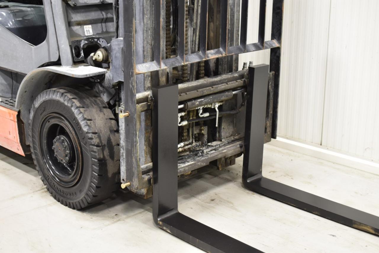 33300 TOYOTA 02-8FDF25 - Diesel, 2009, Kabina, BP, volný zdvih, Triplex, pouze 1954 mth