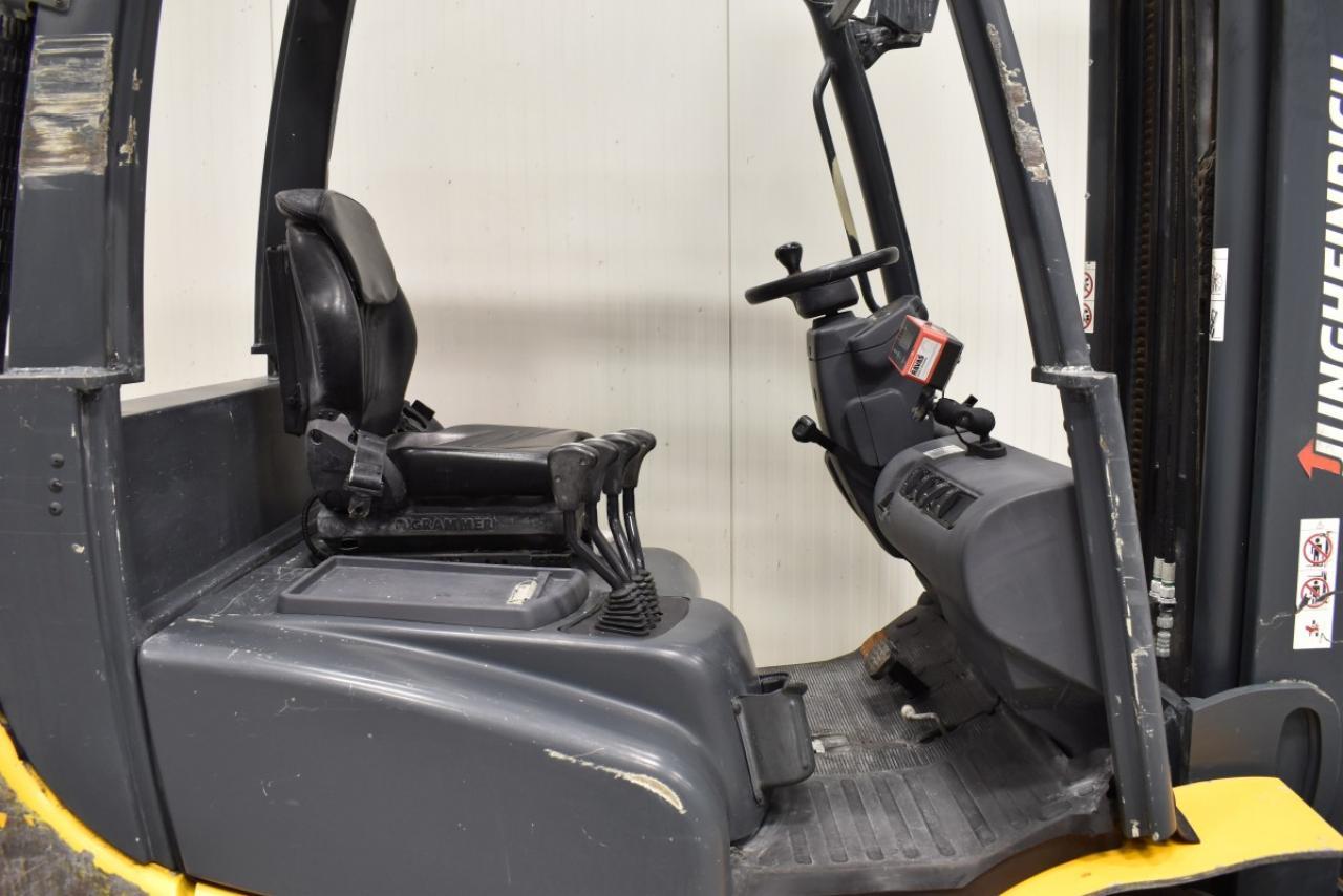 33852 JUNGHEINRICH DFG 425 - Diesel, 2014, BP+HSV, Drive-in, Volný zdvih, Triplex