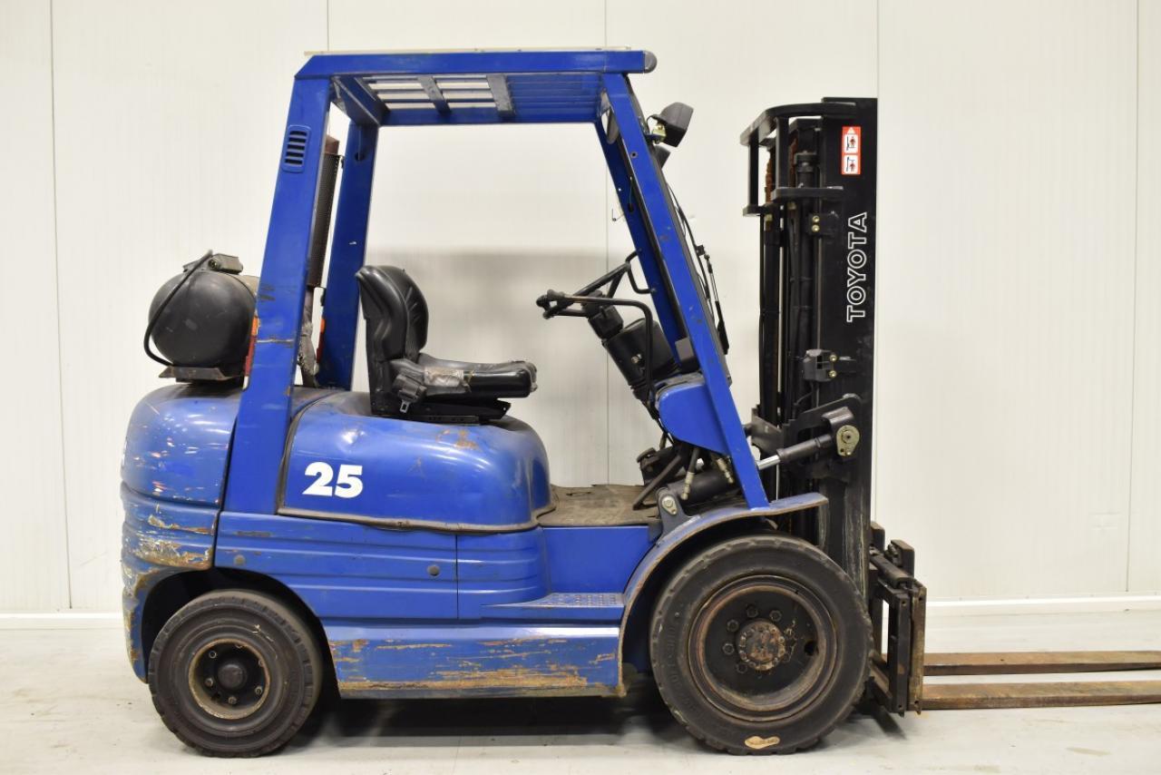 33924 TOYOTA 42-6FGF25 - LPG, 1998, SS