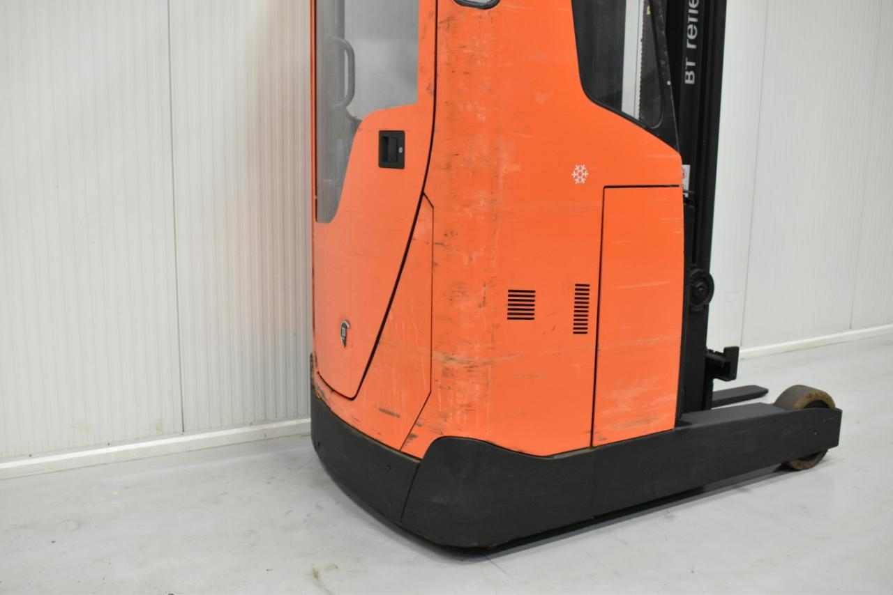 34084 BT RRE 200 CC - Battery, Reach truck, 2016, Cabin, SS, Cold-store, Free lift, TRIPLEX, only 6716 hrs