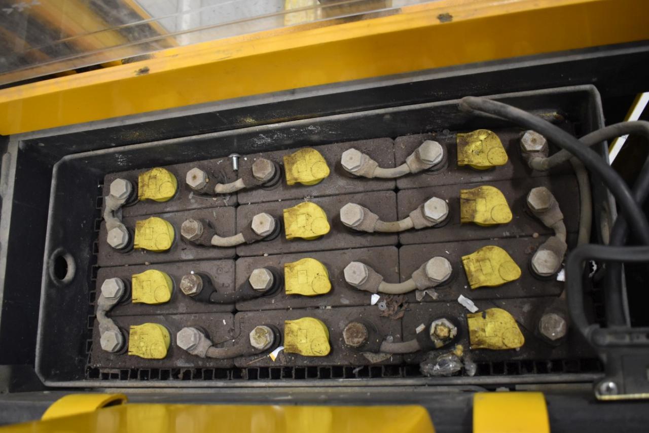 34235 JUNGHEINRICH ERC 214 - AKU, 2004, Volný zdvih, Triplex, pouze 3951 mth