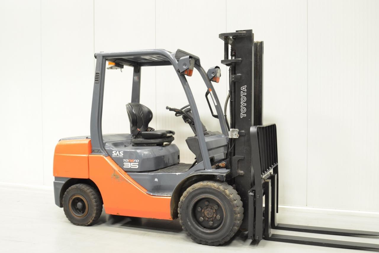 V27592 TOYOTA 52-8FDJF35 - Diesel, 2012, SS, only 6053 hrs